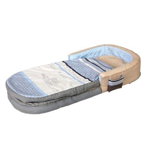 Pour les copains, les week-ends ou les voyages, voici un lit d'appoint gonflable très pratique. Facile à transporter grâce à son sac de rangement intégré, il se gonfle et se dégonfle rapidement (pompe fournie). Le sac de couchage se déhousse entièrement pour un entretien en machine.