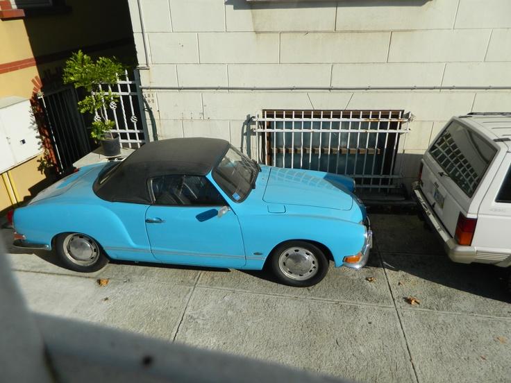 cool car :) i like its color