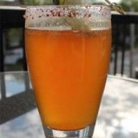Michelada sur Wikibouffe (bière mexicaine, sauce soya et sauce piquante)