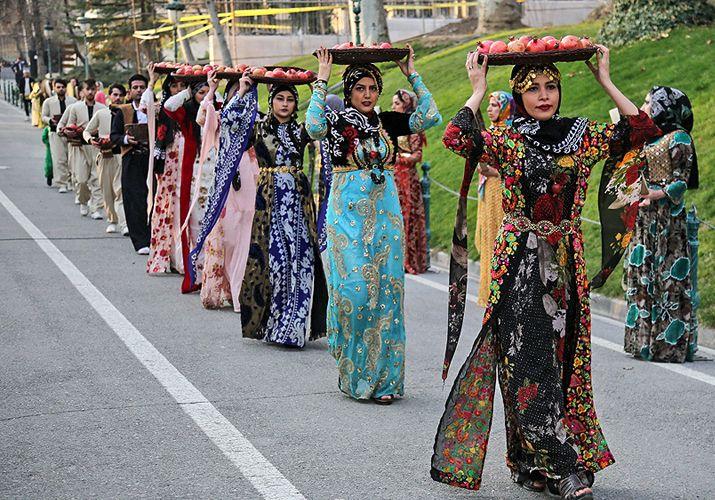 Houraman's pomegranate festival (photos) | Festival, Women, Fashion