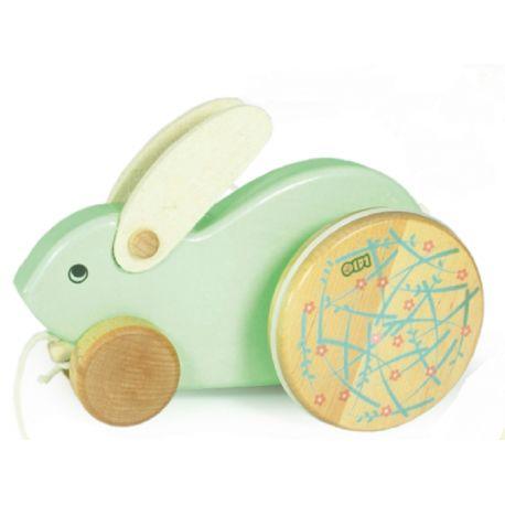 Witajcie w poniedziałek:) Pewnie też go uwielbiacie:)  NOWOŚĆ!!! - Zabawka Bajo 25080 - Drewniany Królik do Ciągania z uszami i ogonkiem z filcu, pomalowany ekologicznymi farbami.   Duże koła unoszą tył króliczka w górę i w dół, co daje efekt kicania.  Rekomendowany dla dzieci od 18 miesiąca.   Sprawdźcie sami:)  http://www.niczchin.pl/zabawki-drewniane/2717-bajo-25080-drewniany-krolik-do-ciagania.html  #bajo #zabawkadociagania #krolik #drewnianezabawki #zabawki #niczchin #krakow