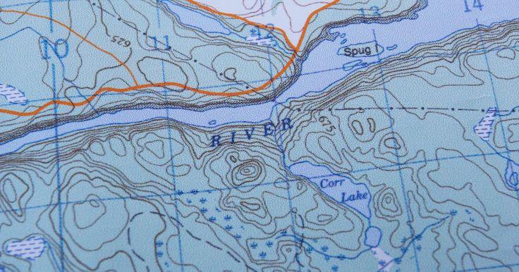 ¿Cómo saber cuál es la altitud en un mapa?. La altitud de una posición es su altura sobre el nivel del mar. En los mapas topográficos, la altitud se mide en metros. Al observar las curvas de nivel y cotas en los mapas topográficos, se puede ver la altitud de los lugares en el mismo. En algunos mapas no topográficos, la altitud está indicada por el sombreado en diferentes colores.