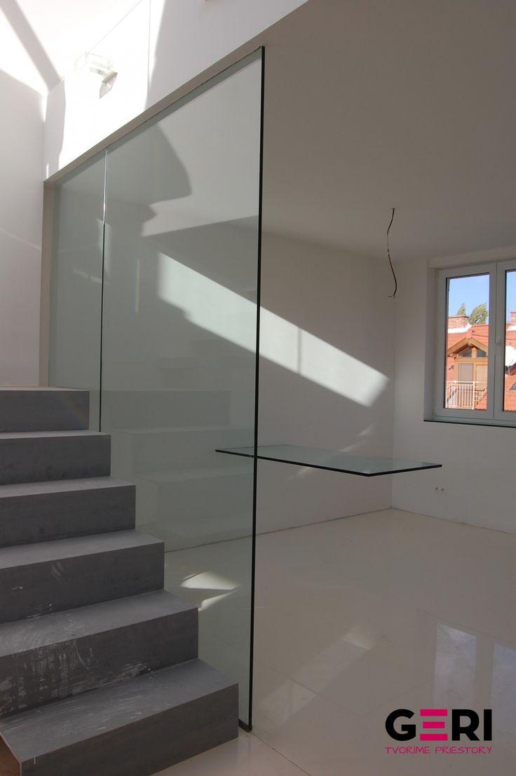 Sklenená stena pevná fixná zábrana proti prepadnutiu, Trnava
