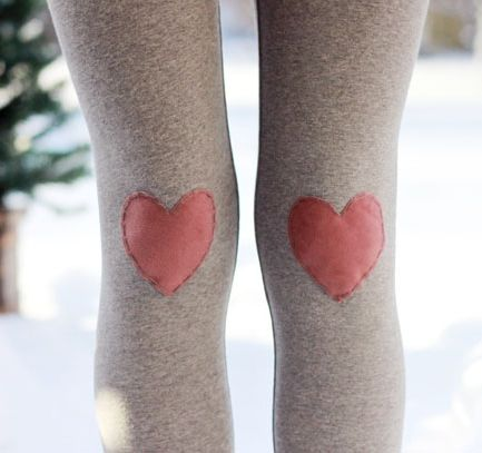 How cute! Heart patches on knees of leggings/tights.
