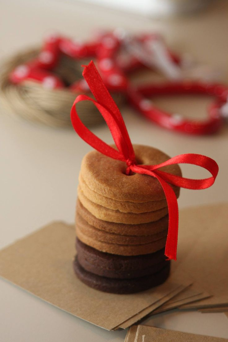 Biscotti di pasta frolla ai tre gusti zenzero, cannella e cioccolato!