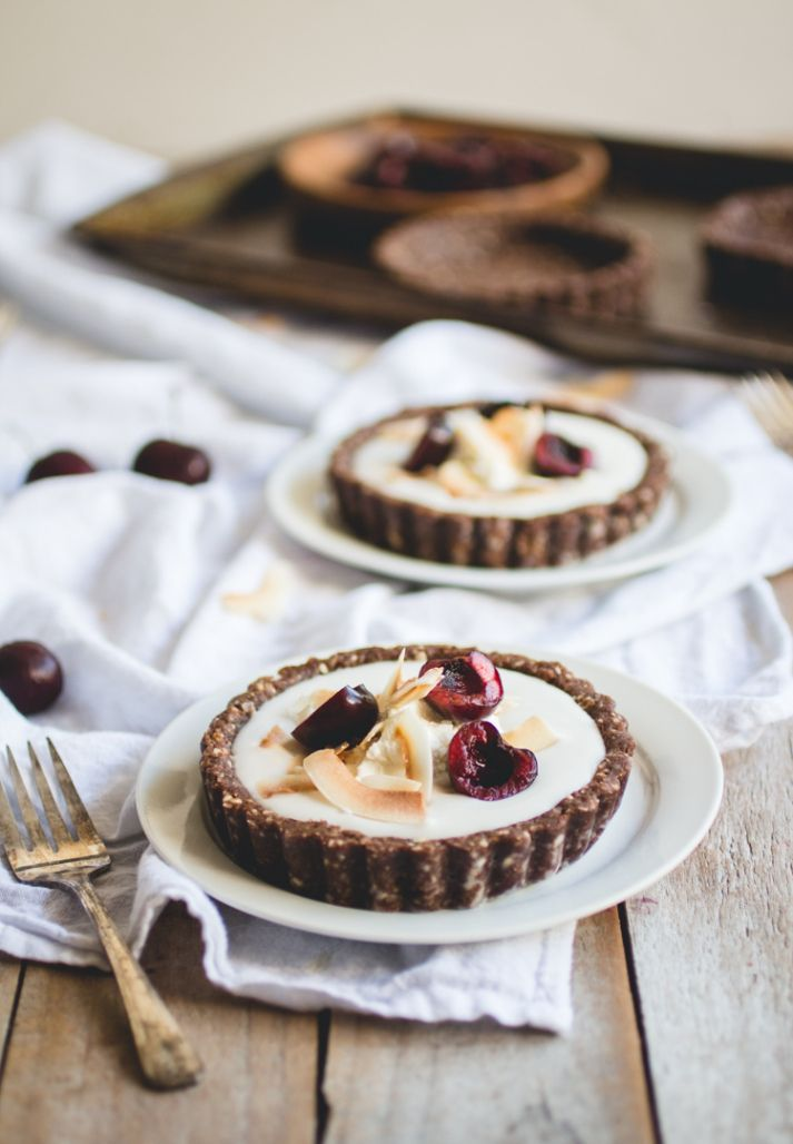Coconut Pudding Tarts with Raw Chocolate Macaroon Crust [vegan, gluten-free]Helena La Petite Photographer