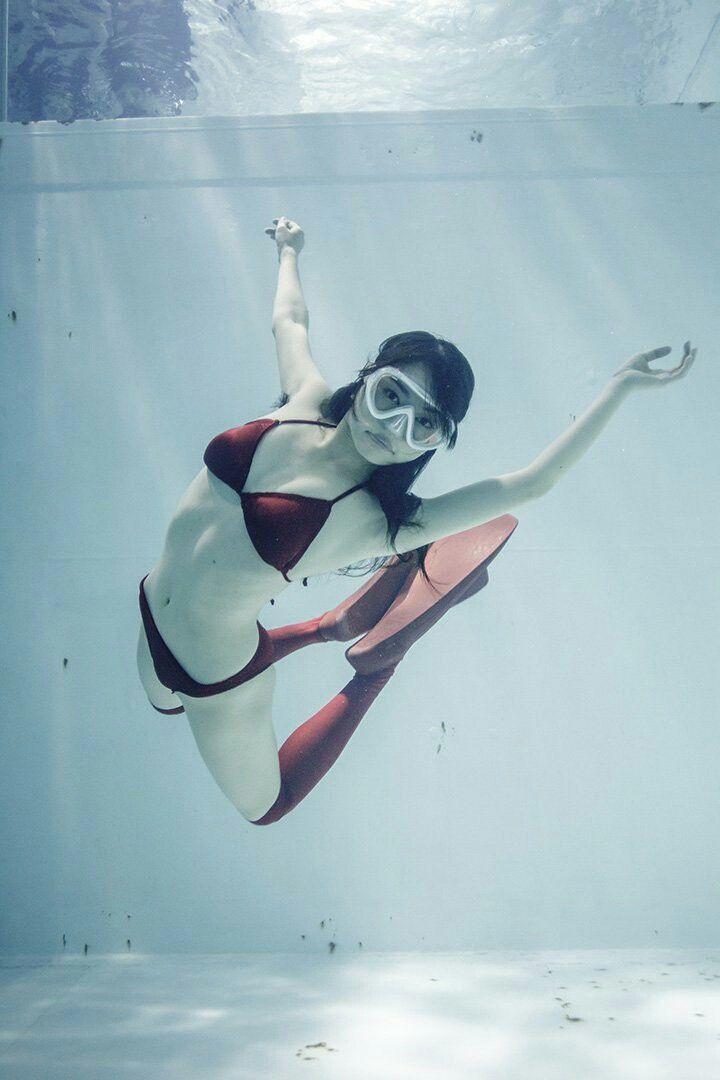 Japanese scuba girls