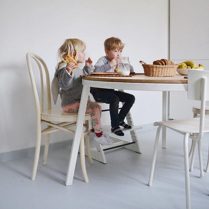 Tafel eik rond  - OPSMUK https://www.livingdesign.be/nl/merken/opsmuk