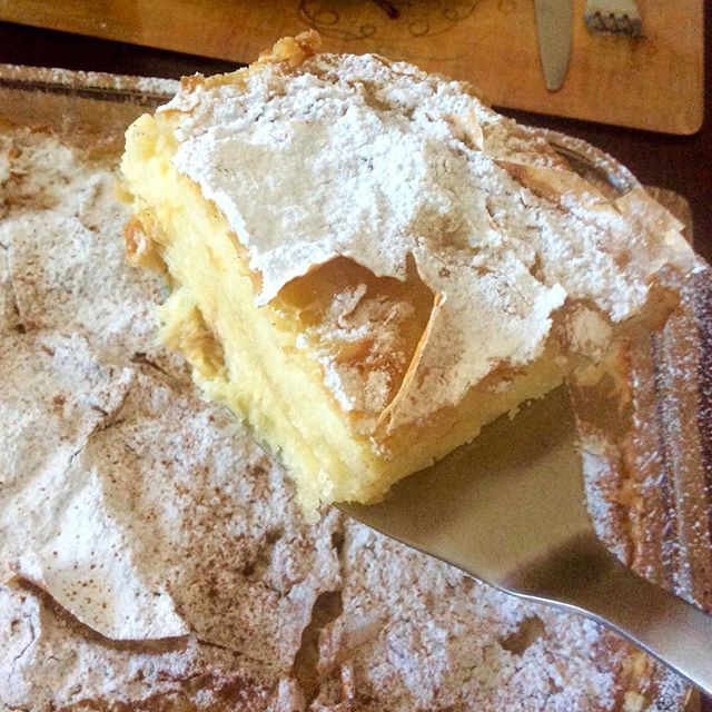 Greek Bougatsa - Custard Phyllo Pastry. -Recipe is #ontheblog -------------------------------------------- Εύκολη, Γρήγορη & Πεντανόστιμη Σπιτική Μπουγάτσα -Συνταγή στο μπλόγκ  #vgfoodblogawards #Kenwood #vimagourmet #Κουζινομηχανή