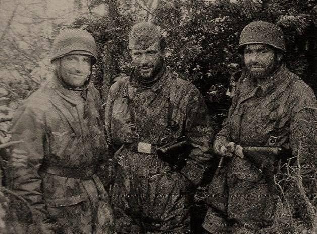 Three friends - all from the 11th Kompanie / Fallschirmjäger-Regiment 1. The Eastern Front, Leningrad, Fall 1941. Note rank on his sleeve - Oberfeldwebel (left), Oberjäger (middle) Fallschirmjäger German Paratroops