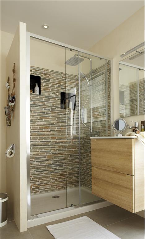 idée pour éventuellement cacher les toilettes derrière le mur de la douche à gauche de la photo, et l'évier à côté de la douche