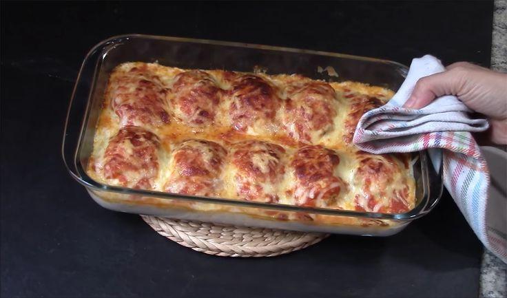 Vă prezentăm o rețetă de ouă umplute cu carne tocată la cuptor. Acesta este un fel de mâncare cald delicios, fin și foarte aromat, numai bun pentru a fi servit la masa de sărbătoare. Este un deliciu ce se preparăfoarte simplu, pe când toți vor fi siguri că ați petrecut ore în șir la bucătărie. …