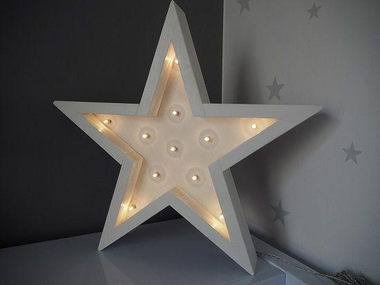 Lámpara con forma de estrella http://www.mamidecora.com/habitacion-compartida-santi-y-jimena.html