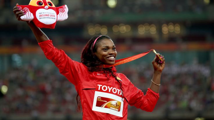 caterine ibarguen | Caterine Ibarguen proudly displays her triple jump gold medal