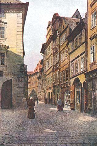 Platnéřská ulice od východu. Tato úzká ulička bývala obydlena řemeslníky, zpracovávajícími kov. Mnoho domů zvětšovalo obytnou plochu svého prvého patra na úkor ulice vysazením na krakorce a klenby.