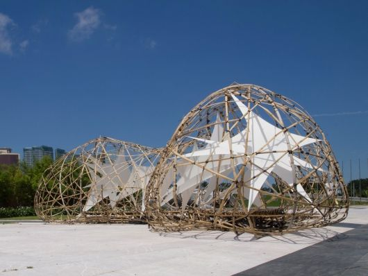 Pulse Pavilion: a fascinating temporary structure designed and built by third- and fourth-year undergraduate architecture students at the University of Saint Joseph in Macau. The design team was led by guest professors Kristof Crolla (Laboratory for Explorative Architecture & Design Ltd. / LEAD) and Dannes Kok.