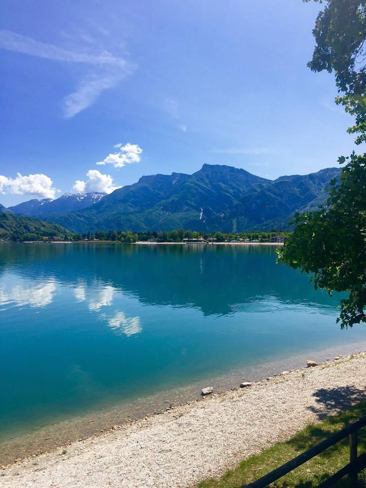 🏆🏆🎉🎊 Anche quest'anno il nostro stupendo #lago ha ottenuto il prestigioso #premio Bandiera Blu 2017 assegnata dalla Foundation for Environmental Education (FEE). Even this year our #lake has been awarded the prestigious international Blue Flag of the FEE (Foundation for Environmental Education). Thanks to the clear waters, the beach and the management policies of sustainable #tourism and environmental protection 😊