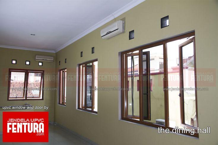 Ruangan ini sebelumnya menggunakan jendela aluminium warna coklat yang kemudian diputuskan untuk digantikan dengan jendela upvc. Jendela UPVC Fentura dipilih karena warna urat kayu dirasakan cocok dengan warna dinding yang sudah dicat ulang. Selain itu dengan tujuan untuk diubah menjadi resto, jendela uvpc Fentura warna urat kayu ini juga memberikan kesan hangat dan klasik.  http://www.jendelaupvcfentura.com/portfolio/ac/
