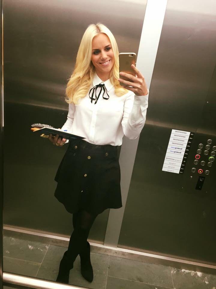 Sandra Schneiders school girl Outfit