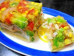 「夏にピッタリ!カラフル野菜のゼリー寄せ」夏向けの見た目も涼しいゼリー寄せです。【楽天レシピ】