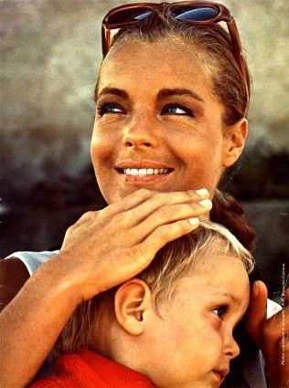 Sun-kissed Romy Schneider and son. 60s summer style. Circa '68