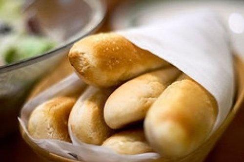 El palitos de pan en Olive Garden son muy bien. Ellos son me favorito aperitivos eh el Olive Garden. Ellos tiene la cantidad perfecta de sal.