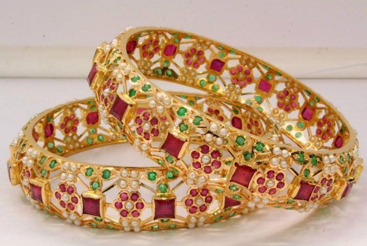 New Gold #Bangle Designs for Women #GoldBangles #GoldBangleDesigns