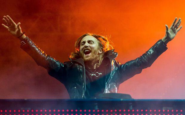 Os shows internacionais que vão rolar no Brasil em 2015!  David Guetta O DJ David Guetta já abre as atrações internacionais de 2015 com 12 shows no mês de janeiro, começando já no segundo dia do ano, com apresentações em Guarapari (ES) e Florianópolis (SC). Ele passará ainda por Atlântida (RS), 03/1; Salvador (Ba), 9/1; Recife (PE), 8/1; Fortaleza (CE), 10/1; Belo Horizonte (MG), 11/1; Uberlândia (MG), 15/1; Brasília (DF), 16/1; São Paulo, 17/1; Ribeirão Preto, 18/1; e Rio de Janeiro, 19/1.
