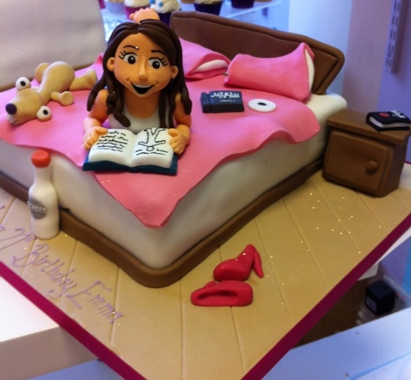 What a great cake for a teens b-day