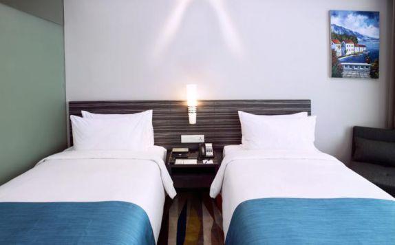 di Holiday Inn Express Surabaya Centerplaza