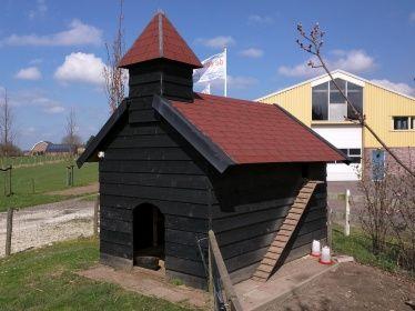 Geiten- en kippenhok kerk-design.