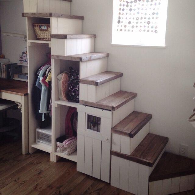 場所やアイテム別「DIYリアル実例」完全ブック♪【画像80枚超 ... おしゃれなクローゼット階段はどこへ続く?