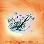 Cigno e maiuscola L con scintille idea tattoo diyartcraft.it