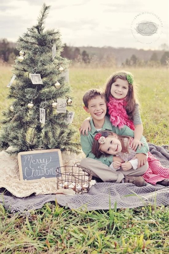 Family photography Christmas card photo ideas ... definitely thinking we need to take ours outdoors this year! soo cute!