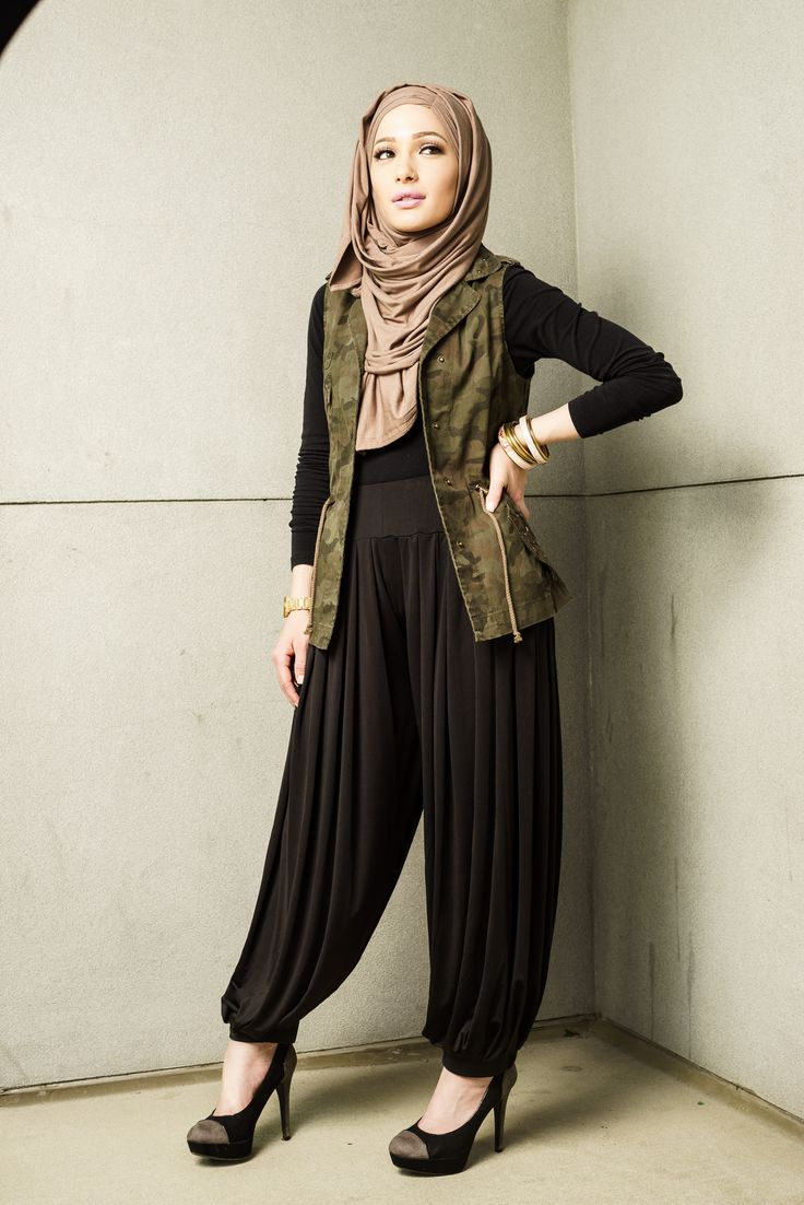 Paired with our Jasmine Jersey Hijabs, our Harem Pants are a must-have for everyone should have this Fall season. Perfectly pleated at the waist and the ankle, these pants will be a staple in your modest wardrobe. They are the ideal way to wear trousers that are loose and modest fitting! Find them here: https://hijab-ista.com/clothing/pants/HaremPants Find the Jasmine hijab here: https://hijab-ista.com/hijabs/jersey-hijabs/jasmine #hijabista #hijab-ista #hijab #fashionista #musthave #modesty