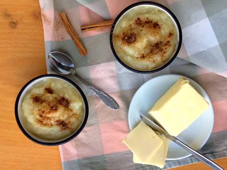 Pyré z dušených hrušek s máslem a skořicí
