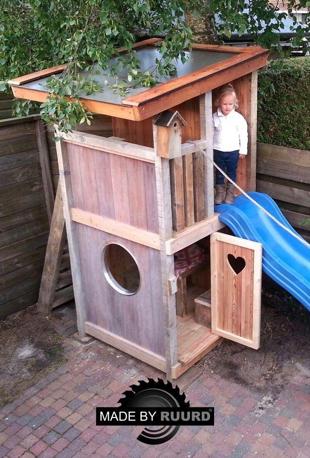 Speelhuisje gemaakt van hout. Maakt van iedere tuin een speelparadijs voor de kinderen!