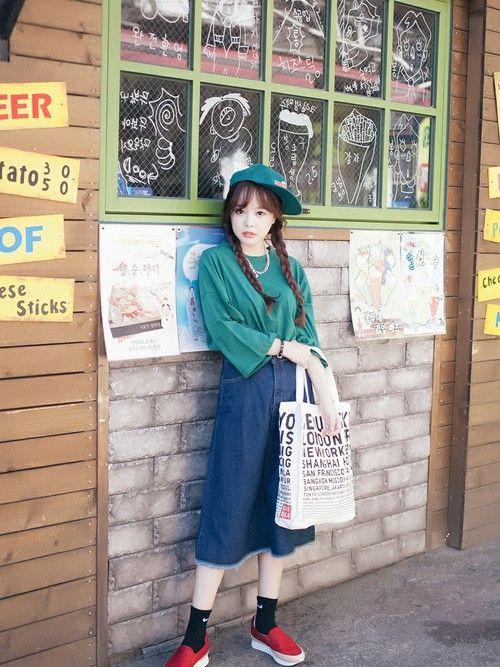 セーターの色と合わせて☆可愛くアクティブなキャップのコーデ☆スタイル・ファッションの参考に♪