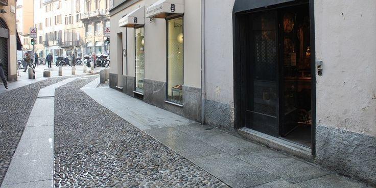 """Temporary Store Milano: spazio Stanzina Madonnina, situata in piena zona pedonale di Brera,location dal contesto """"Vecchia Milano""""."""