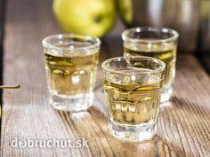 Jablkový likér -  Jablkovú šťavu dôkladne zmiešame s ražnou pálenkou a marhuľovým brandy. Pridáme horkomandľovú arómu a vanilkový cukor...