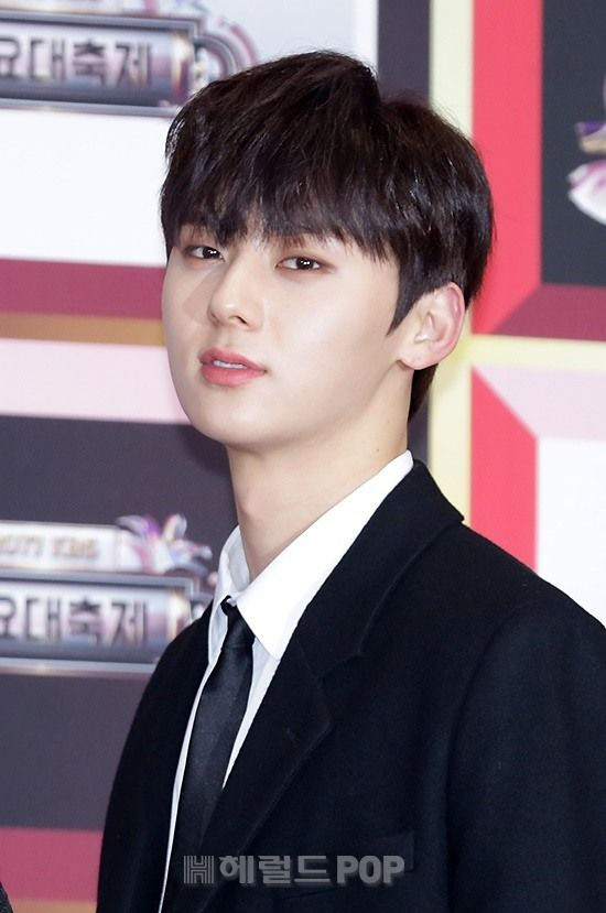 172229 Wanna One at KBS Gayo Daechukje Red Carpet #Minhyun