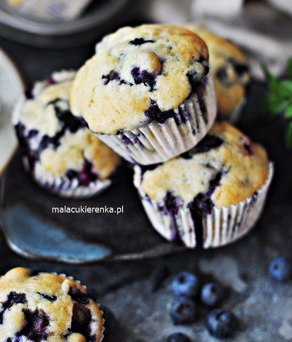 Puszyste Latwe Babeczki Z Borowkami Muffiny Przepis Food Desserts Breakfast