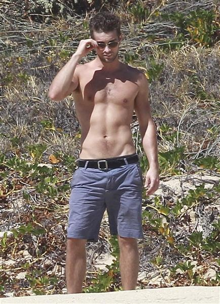 "@Lexie Hutson ""Gossip Girl"" star Chace Crawford enjoys a fun-filled day shirtless! HOT!"