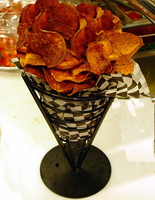 Baked Sweet Potato Chips Recipe – 1 Point Value Read more: weight-watchers-baked-sweet-potato-chips-recipe http://www.laaloosh.com