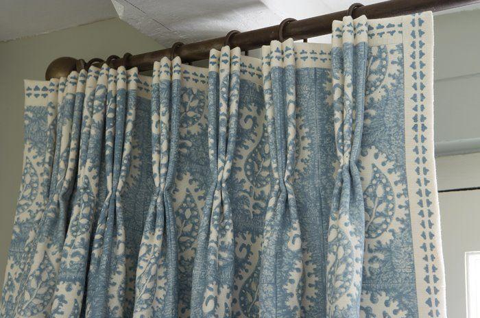 Vanessa Arbuthnott Fabrics Love the leading edge and top banding on the beautiful blue & white draperies. Lovely pleats!