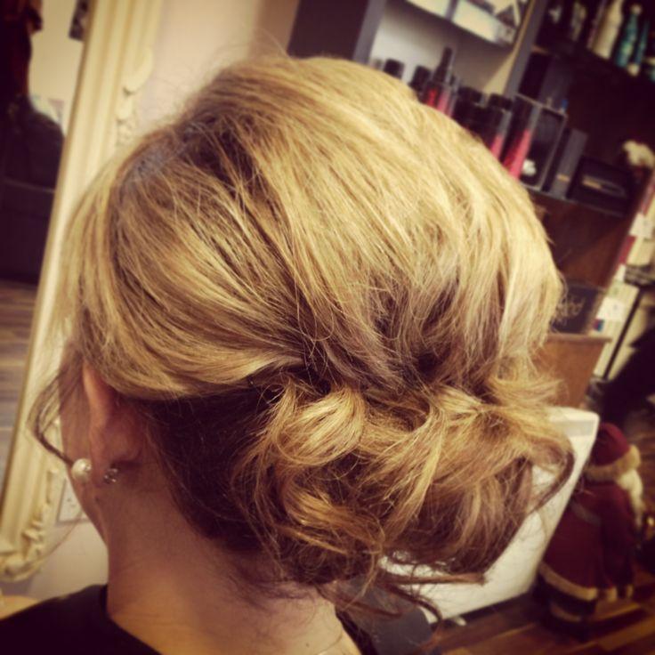 Soft Upstyle For Medium Length Hair Hair Pinterest