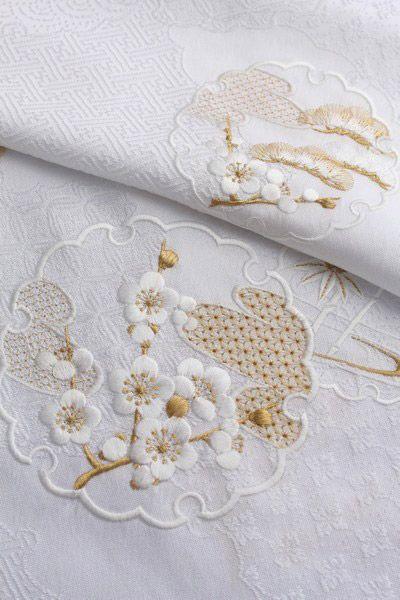 beautiful embroidery, love the subtle colour palette