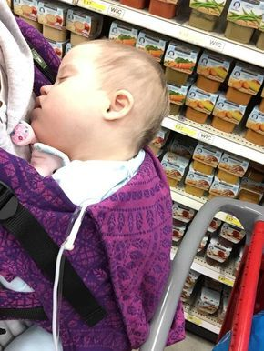 Als eine fremde Frau ihre Art ihr Baby an der Brust zu halten kritisiert, hätte niemand mit dieser Antwort gerechnet. Eine Antwort, die