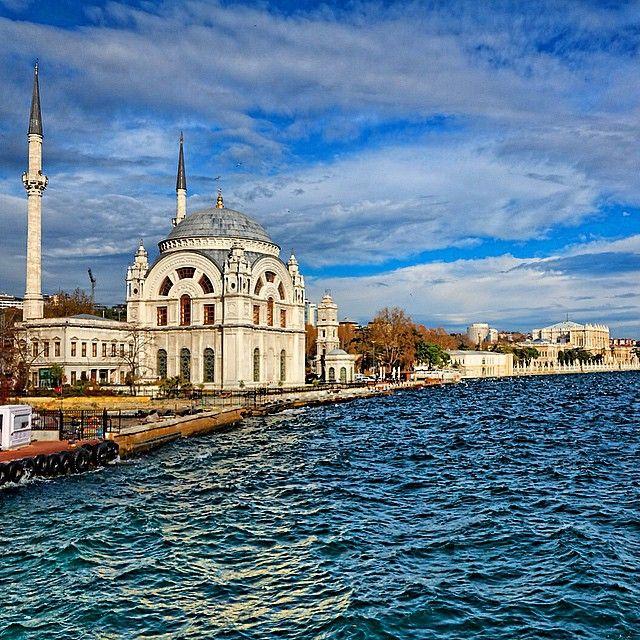 On the banks of the Bosphorus, Istanbul. Photo courtesy of tuengsak on Instagram.