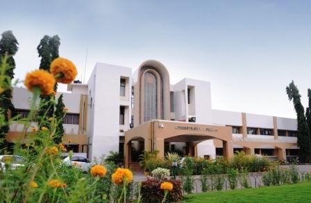 University of Hyderabad gets best varsity award - http://www.vishwagujarat.com/india/university-of-hyderabad-gets-best-varsity-award/